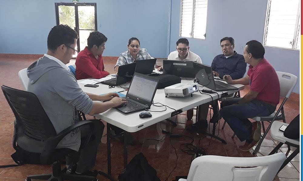 Una reunión de asesoría docente para la elaboración de diseño didáctico con el propósito de virtualizar un curso