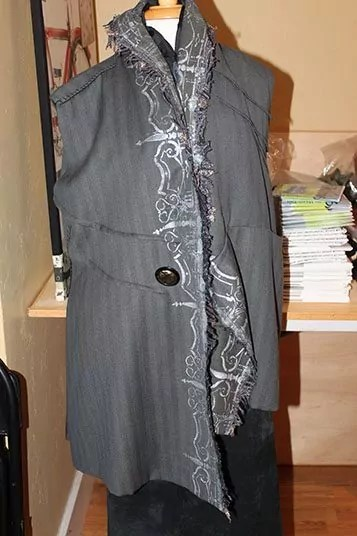 Long vest with center stenciling