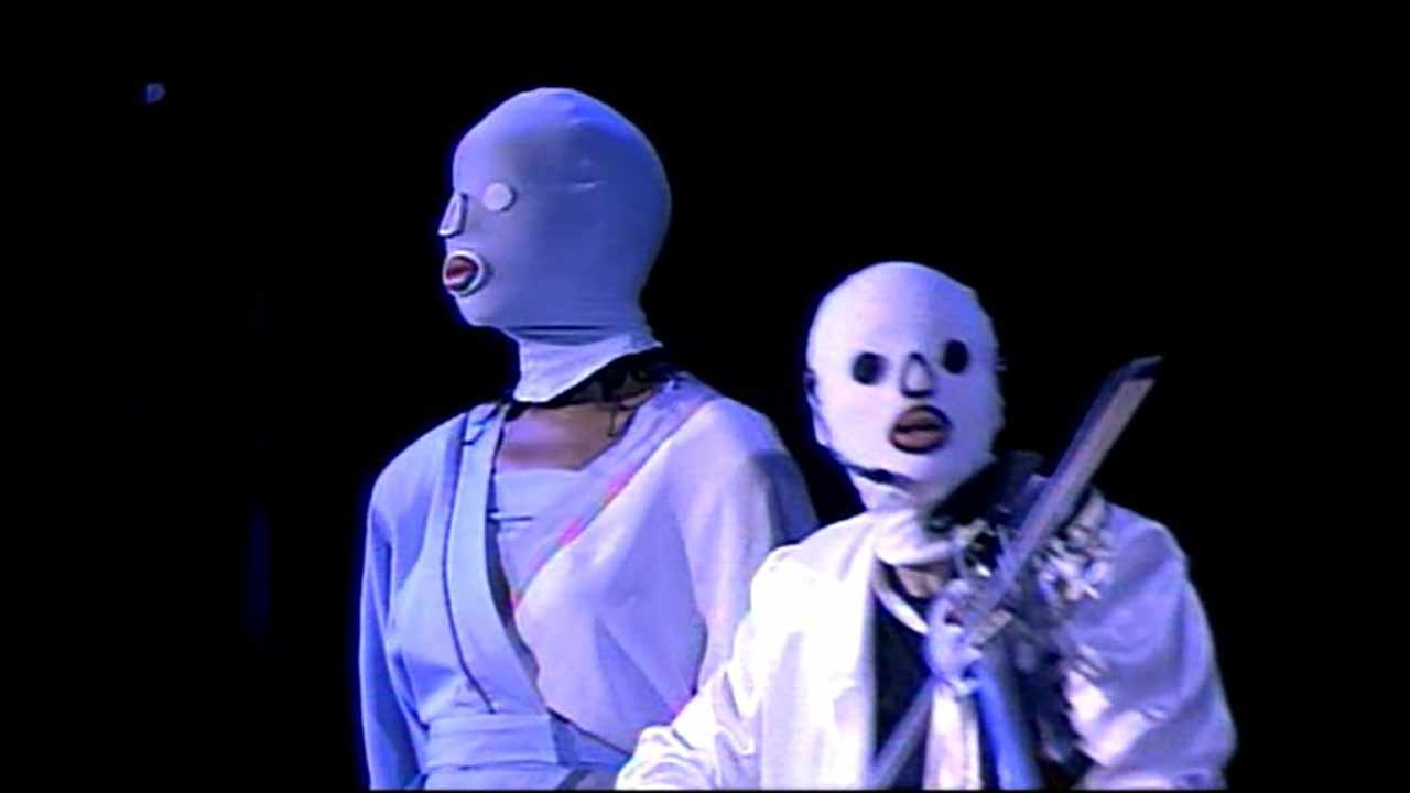 Dolette McDonald and Laurie Anderson in Home of the Brave