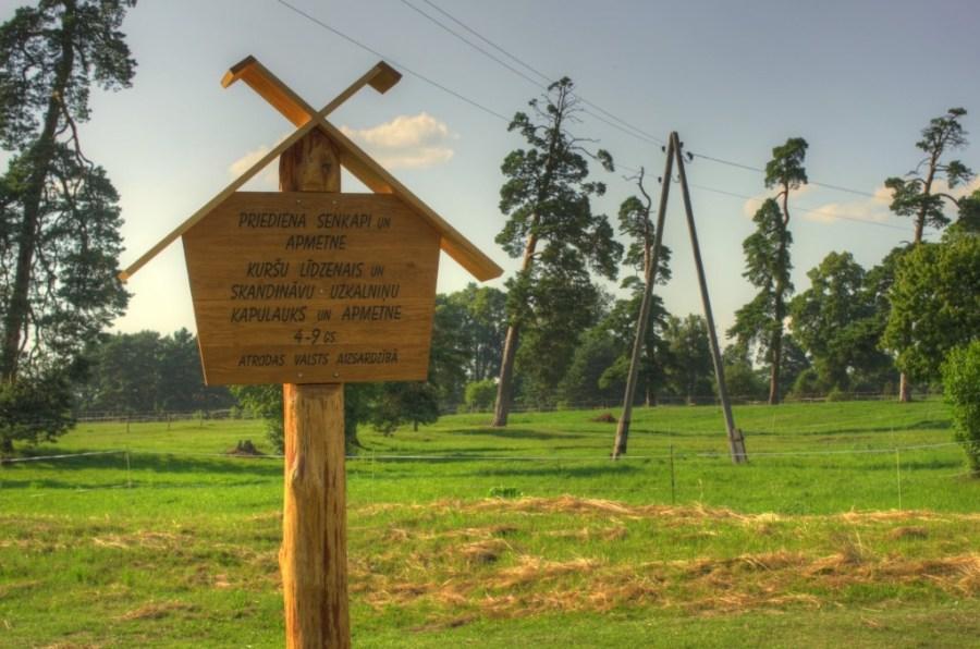 Viking burial Grobiņa.jpg