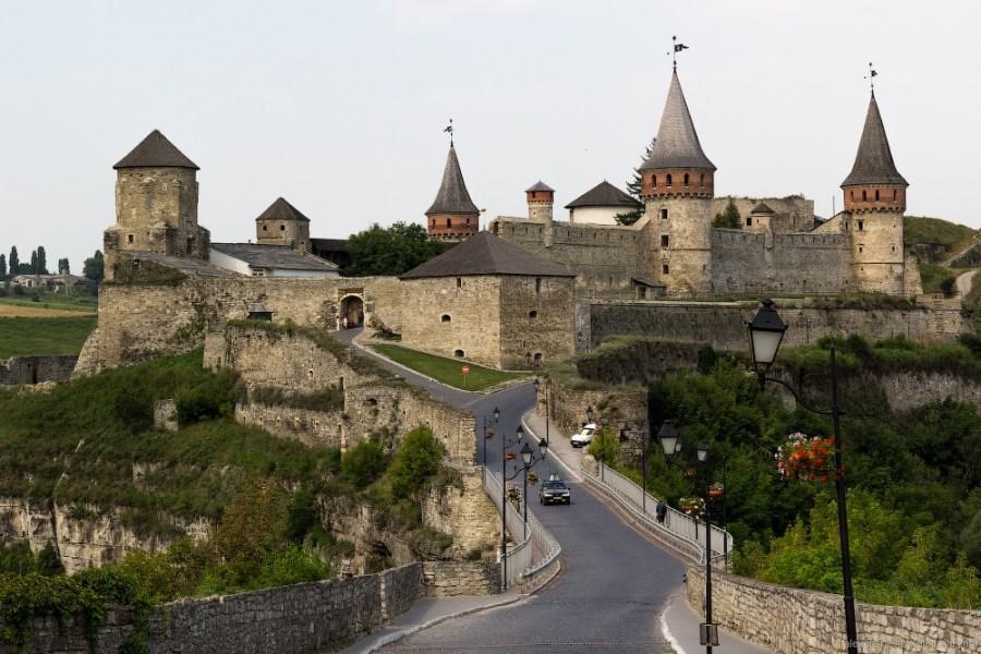 kamenets-podolskiy-medieval-castle-ukraine-1.jpg