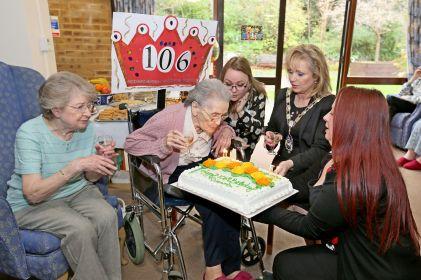 Queenie Bench at 106 18