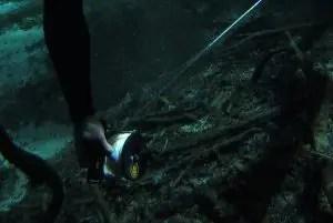 Installation de la ligne de vie - Cours de plongée souterraine