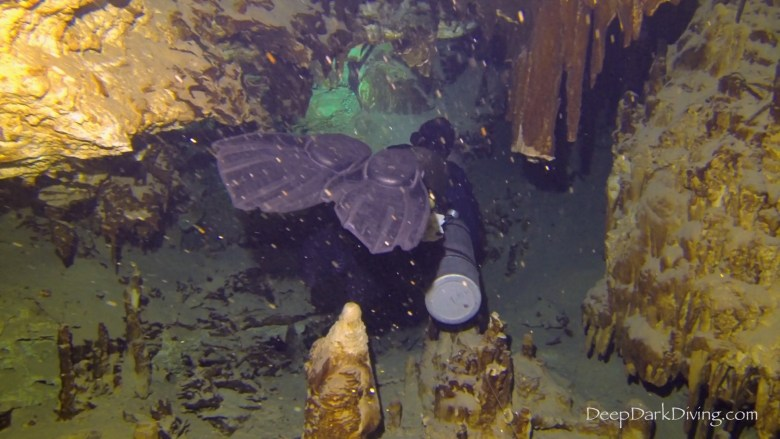 Buceo en cueva en Cenote Minotauro - Configuración Sidemount