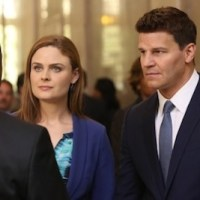 "Emily Deschanel Talks ""Pretty Dramatic"" Bones Season 9 Finale"