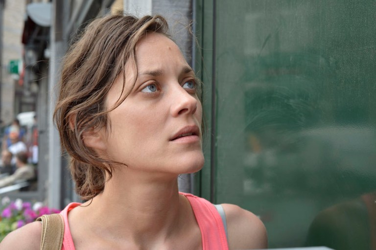 """Marion Cotillard On """"Feeling Free"""" & Staying In The Moment"""