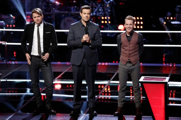 """THE VOICE -- """"Knockout Rounds"""" Episode 710 -- Pictured: (l-r) Luke Wade, Carson Daly, Taylor Phelan  -- (Photo by: Tyler Golden/NBC)"""