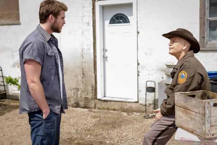 "Trailer: Liam Hemsworth Treads Dangerous Ground In ""Cut Bank"""