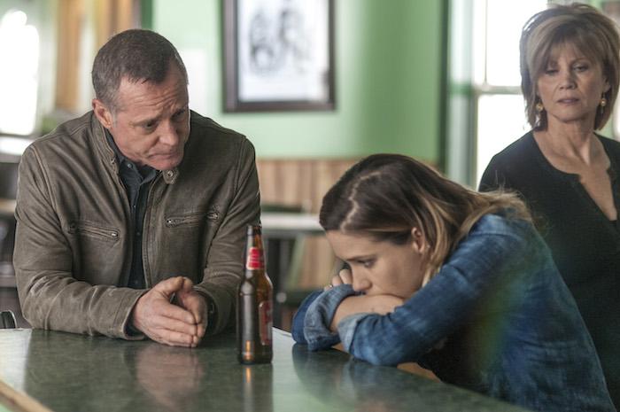 "CHICAGO P.D. -- ""Born into Bad News"" Pictured: (l-r) Jason Beghe as Hank Voight, Sophia Bush as Erin Lindsay, Markie Post as Bunny Fletcher -- (Photo by: Matt Dinerstein/NBC)"