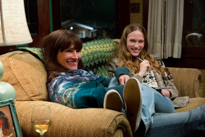 (L-R) JULIA ROBERTS and ZOE GRAHAM star in SECRET IN THEIR EYES.
