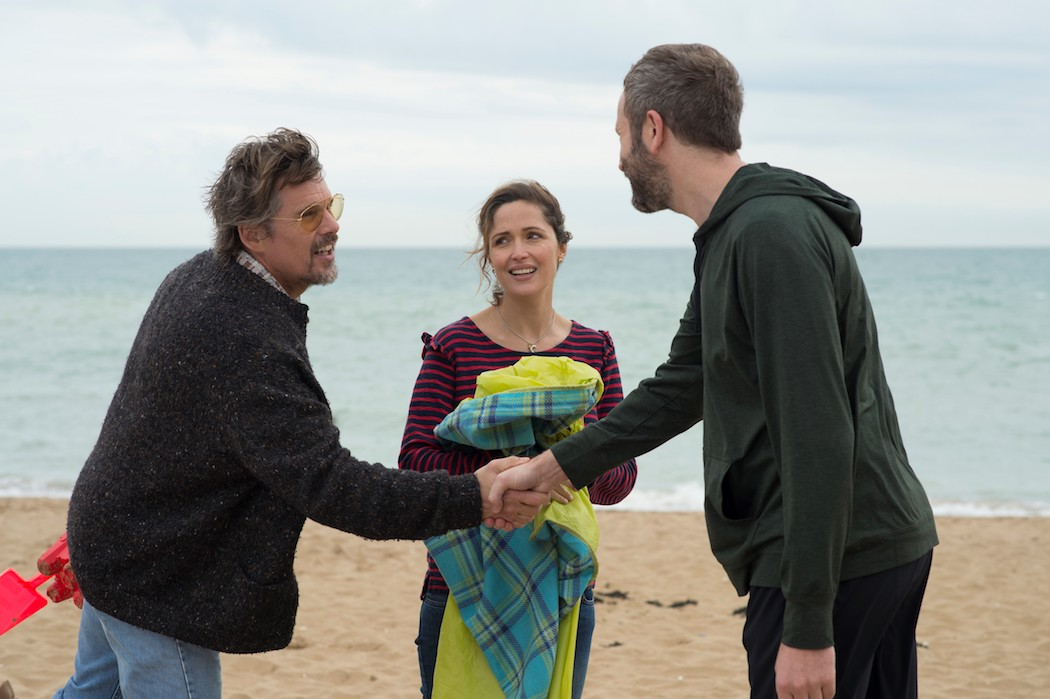 'Juliet, Naked' Review: Rose Byrne And Ethan Hawke Thrive In A 'Waterloo Sunset'