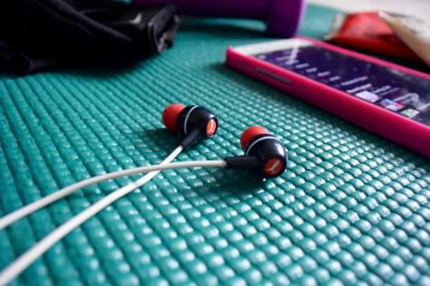 how to clean headphone