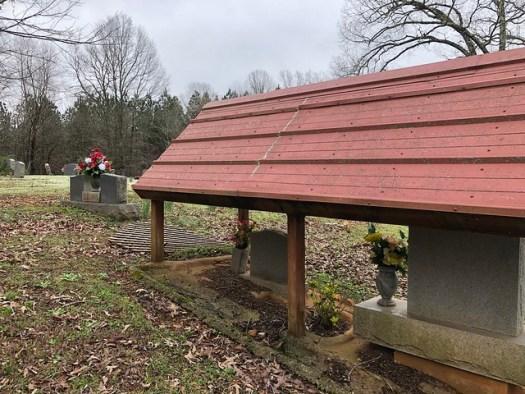 Graveshelter, Gravelly Springs Baptist Church Cemetery, Gravelly Springs AL