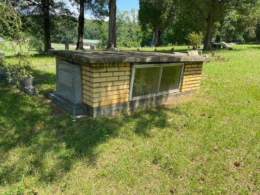 Graveshelter, Yellow Creek Cemetery, Leesburg AL