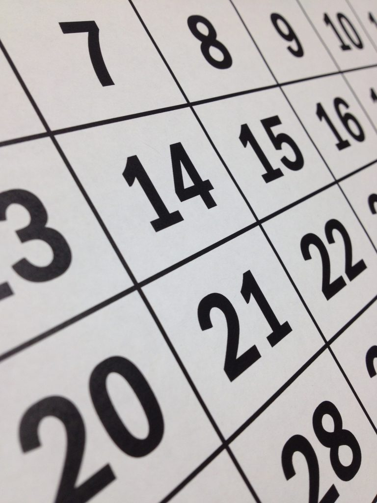 Daily calendar for cluttering home every month. Discard things that you have not used for 180 days or more