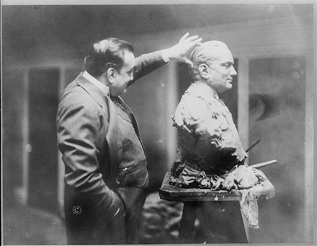 Enrico Caruso examines a bust sculpture of himself, August 5, 1914 (Photo courtesy Library of Congress Prints and Photographs Division Washington, D.C. 20540 USA)