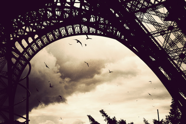 Under the sky of Paris flies a song…