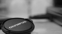 Lens cap in black and white. Like this one much better than the color one. Go Olympus!