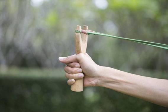 how-to-aim-a-slingshot