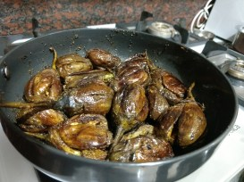 cook stuffed brinjals evenly from all sides
