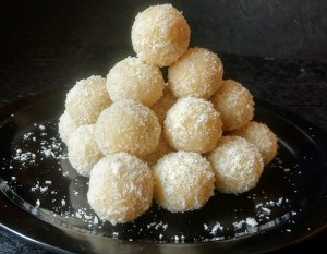 Naariyal ke Laddoo