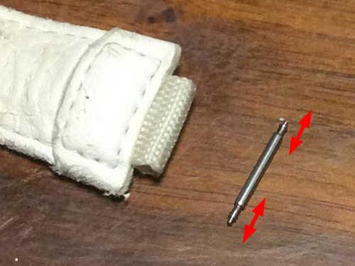 軸部分の両端がスプリングで伸縮する構造