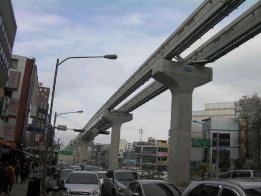 地下鉄3号線はモノレール