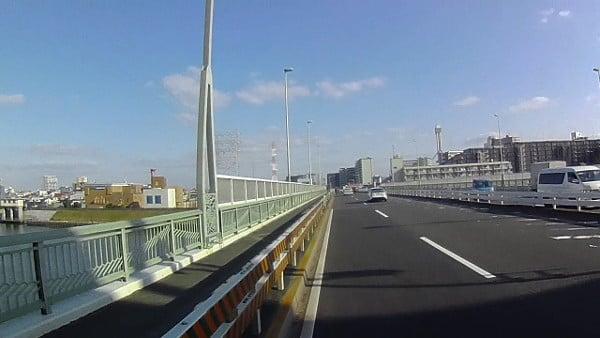 続いて、中川を渡ります