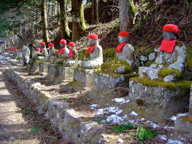 Statues de pierre de Jizo - Kanmangafuchi Abyss - Nikko - préfecture de Tochigi - région du Kantō - Japon