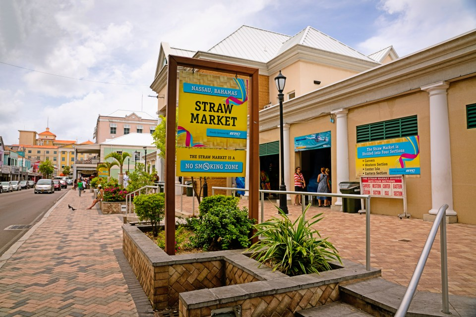 Bahamas. Atlantis Resort. Family Vacation. Straw Market.