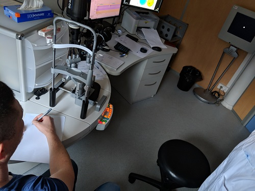 patient drawing the appearance of a visual target