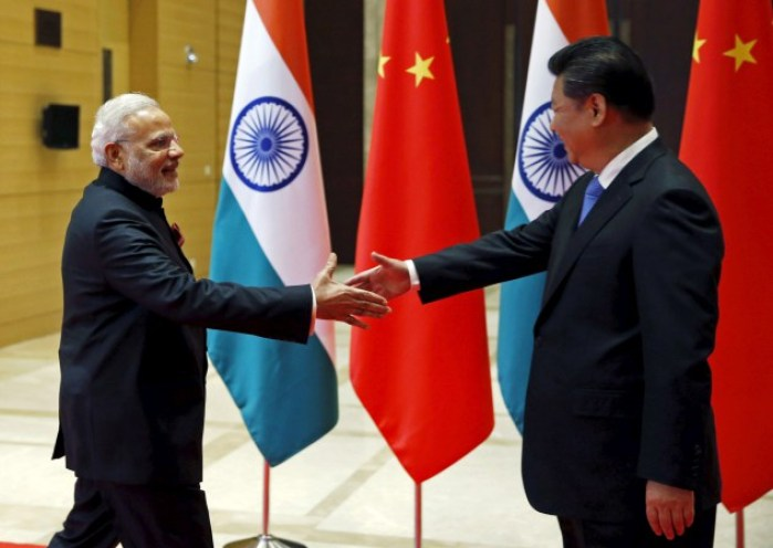 Indian Prime Minister Narendra Modi (L) and Chinese President Xi Jinping shake hands before they hold a meeting in Xian, Shaanxi province, China, May 14, 2015. REUTERS/Kim Kyung-Hoon - RTX1CWRX