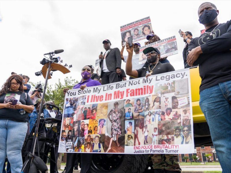Pamela Turner supporters call for firing of indicted Baytown officer Juan Delacruz