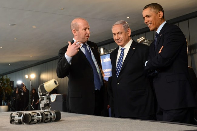 "At the beginning of the second day of United States President Barack Obama's visit to Israel, the American president viewed technological innovations and said Israeli high-tech was ""inspiring."" One of these was the Technion 'Snake Robot'. Photo: Kobi Gideon/GPO"