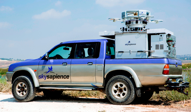 Hovermast 100 tucked onto a pickup truck. The system integrates the tethered hovercraft and payload, tethered to the control system via cable that also feeds power, control and downloads sensor feeds in real time. Photo: Sky Sapience