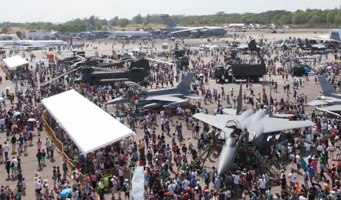 Singapore Airshow 2014 attracts close to 100,000 visitors over the public day weekend. Photo: Singapore Airshow
