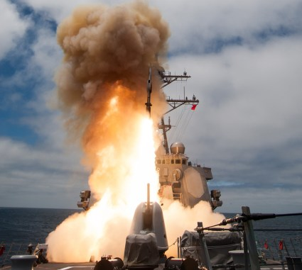 The Arleigh-Burke class guided-missile destroyer USS John Paul Jones (DDG 53) launches a Standard Missile-6 (SM-6) during a live-fire test of the ship's aegis weapons system. Photo: US Navy