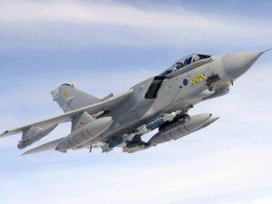 بريطانيا تحول قنابل موجهة بدقة من طراز Paveway IV المخصصة في الأساس لسلاح الجو البريطاني- مماثلة لتلك التي تتسلح بها الطائرة Tornado GR4 التابعة لسلاح الجو البريطاني- إلى المملكة العربية السعودية.  (صورة: طيار سكوت فيرجسون، حقوق نشر التاج الملكي)