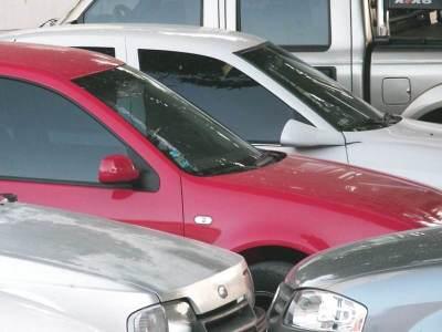 Carros dispostos para venda