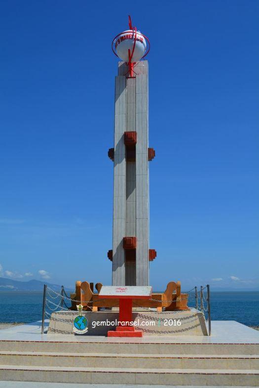 Monumen GMT di pesisir Teluk Palu