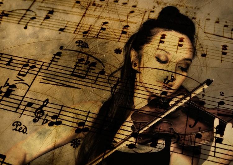 Le pouvoir des habitudes : une violoniste joue devant une partition qui se trouve en filigrane devant elle...