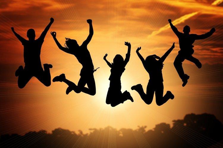 5 amis qui sautent dans les airs ! (Atomic Habits)