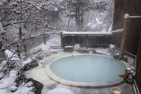 ofurô - banho quente tradicional no Japão