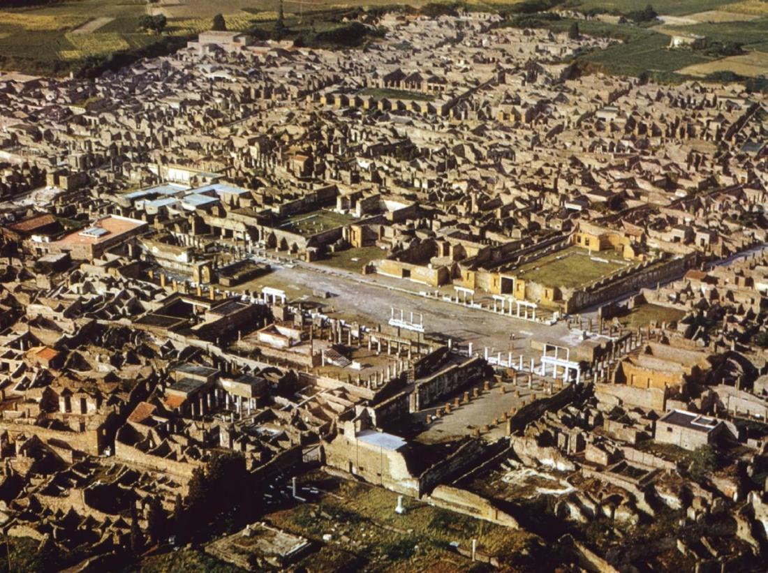Vista aérea das ruínas de Pompeia.