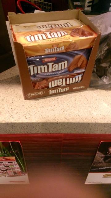 日本へのお土産として TimTam箱買い