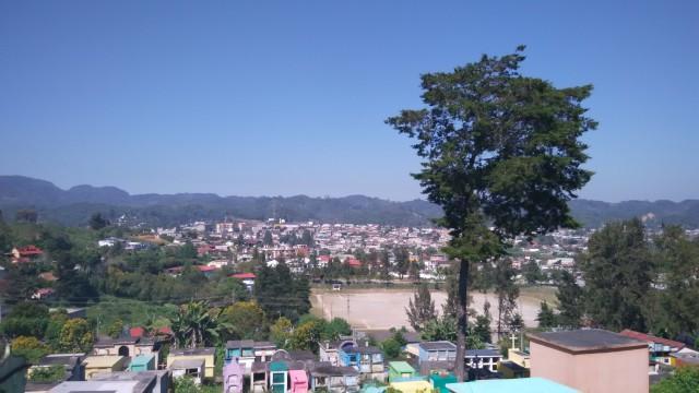 丘から眺めるコバンの景色