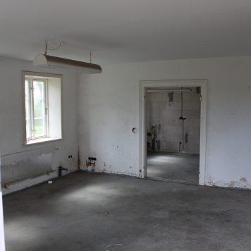 Wohnzimmer, Blick in die Küche.