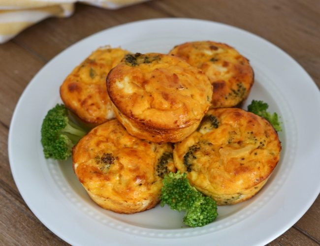 Buffalo Chicken, broccoli, egg cups, Deidra Mangus, healthy breakfast recipe, easy breakfast recipes, weight loss recipes, low carb breakfast