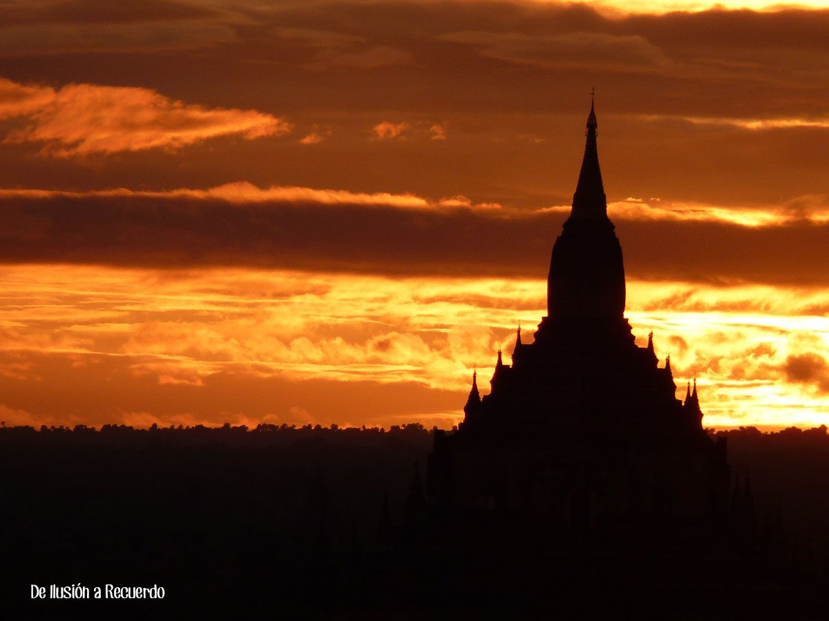 Atardecer en Bagan, Myanmar
