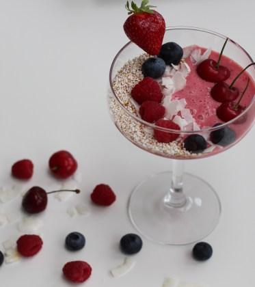 Vegane Erdbeer Kokos Joghurt mit Seidentofu